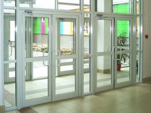Производство и установка алюминиевых или пластиковых окон и дверей в Казани